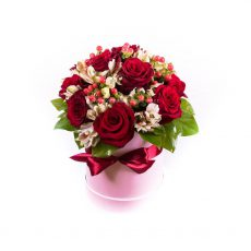 Flower box z růží a alstromerií