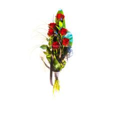 Smuteční vazba z rudých růží