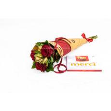 Kornout rudých růží s alstromerií a Merci