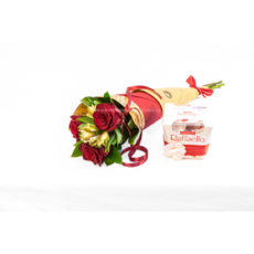 Kornout rudých růží s alstromerií a Raffaello