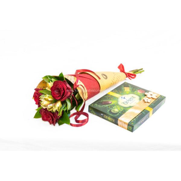 Kornout rudých růží s alstromerií a bonboniéra Orient