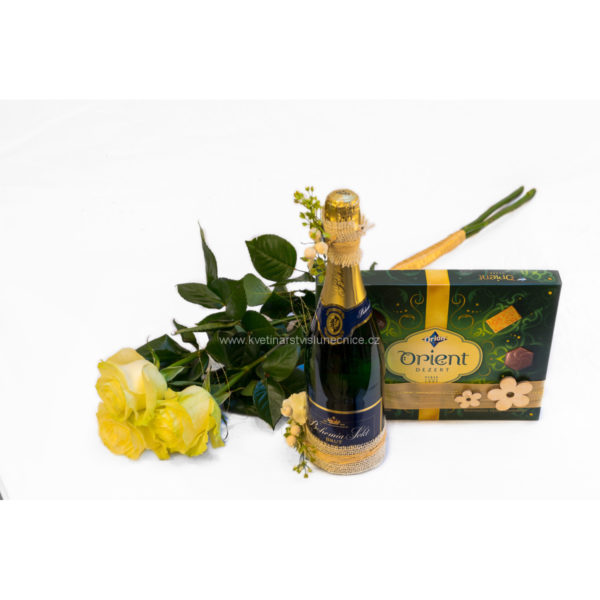 Bílé růže stáhnuté saténovou stuhou, Bohemia Sekt a bonboniéra Orient